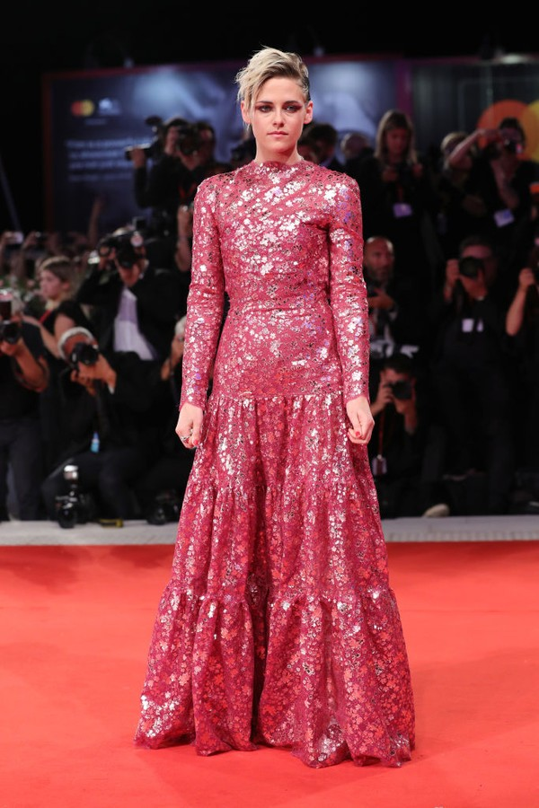 "VENICE, ITALY - AUGUST 30: Kristen Stewart walks the red carpet ahead of the ""Seberg"" screening during the 76th Venice Film Festival at Sala Grande on August 30, 2019 in Venice, Italy. (Photo by Vittorio Zunino Celotto/Getty Images) (Foto: Getty Images)"