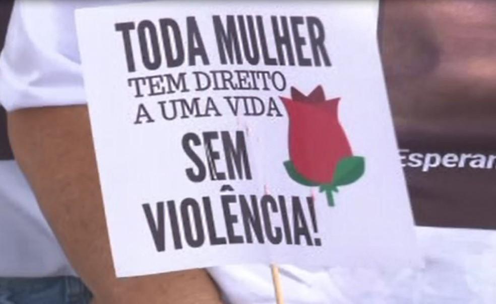 Grupo de mulheres faz protesto em Eldorado (SP) para conscientizar sobre a violência doméstica — Foto: Reprodução/TV Tribuna