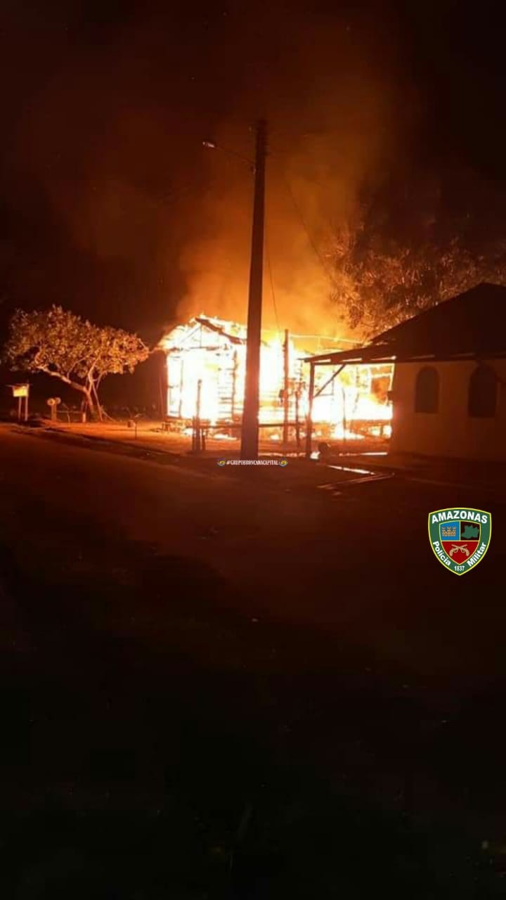 Homem  suspeito de estuprar mulher é preso e tem casa incendiada por população no interior do AM - Notícias - Plantão Diário
