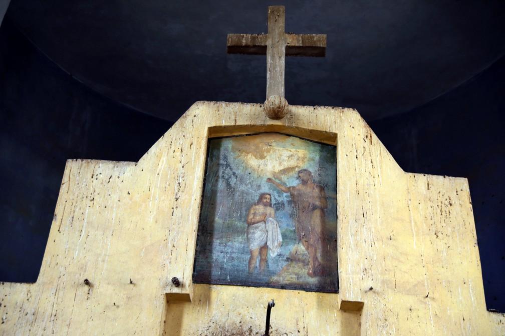 Afresco mostra batismo de Jesus em igreja próxima a Jericó — Foto: Ammar Awad/Reuters