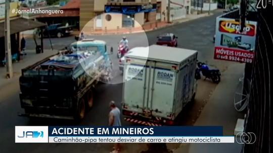 Caminhão desvia de carro e bate de frente com moto, em Mineiros; vídeo