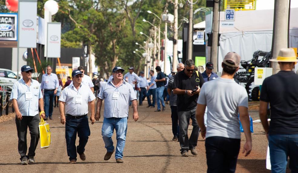 Público confere novidades para o agronegócio expostas na Agrishow 2019, em Ribeirão Preto, SP — Foto: Érico Andrade/G1