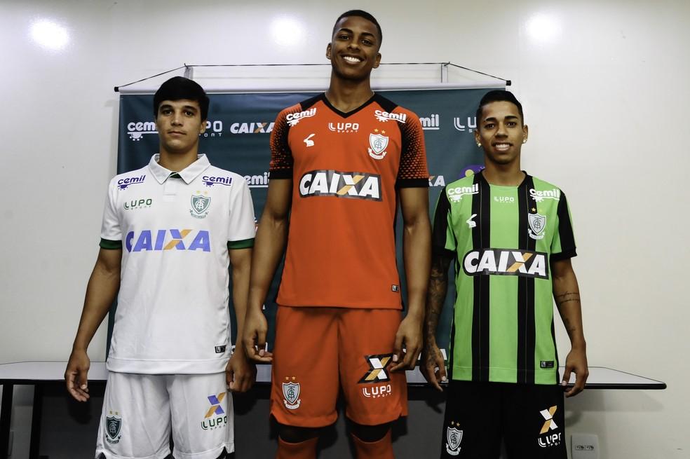 f0175ca097b04 ... América-MG apresenta novos uniformes para a temporada — Foto: Mourão  Panda