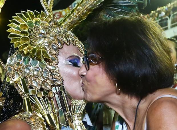 Viviane Araújo e a mãe, dona Neusa (Foto: Roberto Filho/Brazil News)