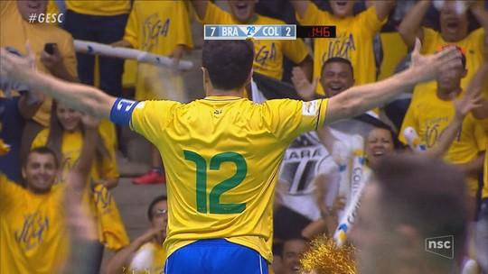 Falcão encerra história na Seleção com torcida catarinense dentro e fora da quadra