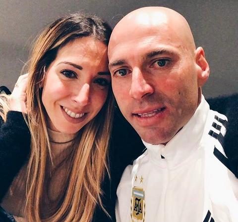 O goleiro argentino Willy Caballero com a esposa (Foto: Instagram)