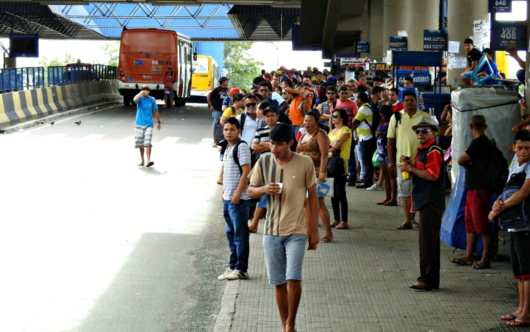 Suspeito de realizar arrastões no T4, em Manaus, morre em troca de tiros com polícia e outros três são presos - Notícias - Plantão Diário
