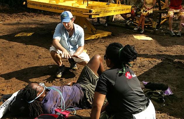 Mesmo depois de desmaiar, Russell Swan, da edição gravada em Samoa,disse que estava bem. Porém, ele precisava de oxigênio e sua pressão estava muito baixa. Portanto, foi incapaz de seguir (Foto: Reprodução)