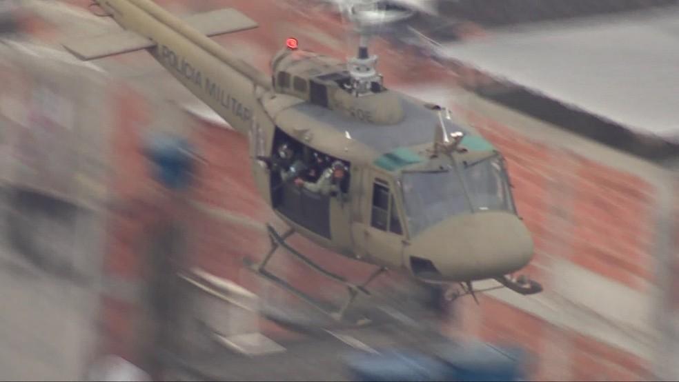 PM faz operação no Complexo da Maré nesta quinta (18) — Foto: Francisco de Assis/ TV Globo