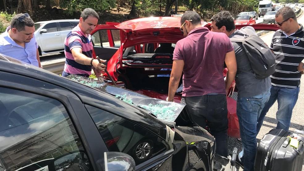 Motorista de um dos veículos envolvidos no acidente na BR-230 fugiu, segundo testemunha (Foto: Walter Paparazzo/G1)