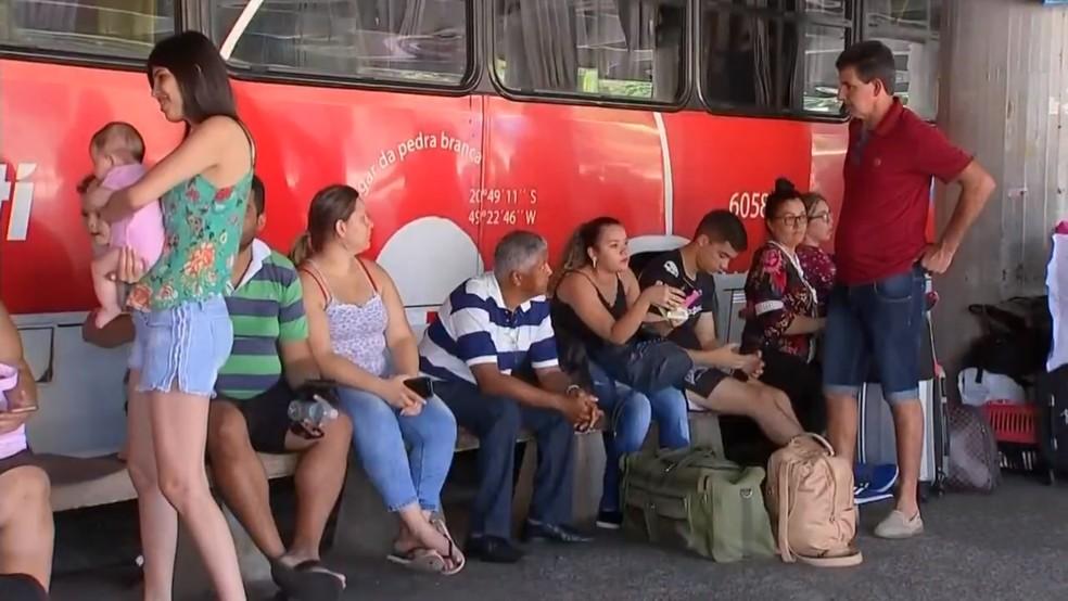 Expectativa é de que movimento aumente 35% na rodoviária de Rio Preto no Ano Novo — Foto: Reprodução/TV TEM