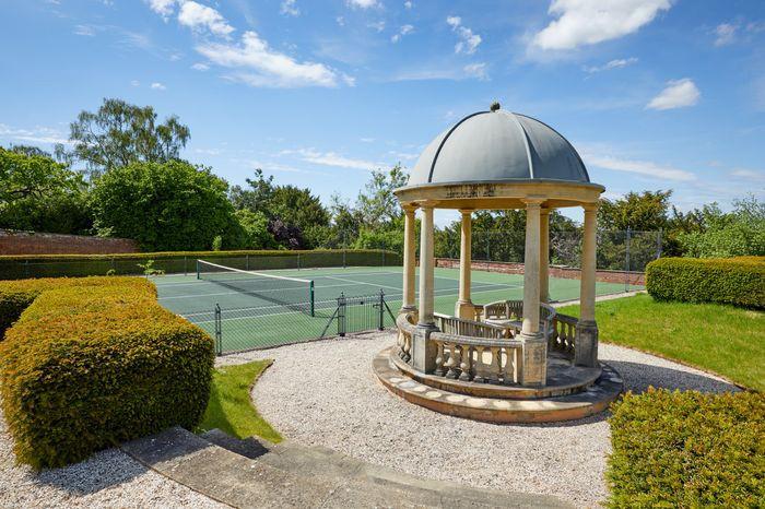 Mansão de Robbie Williams e Ayda Field em Wiltshire, na Inglaterra, foi colocada à venda (Foto: Divulgação / Knight Frank)