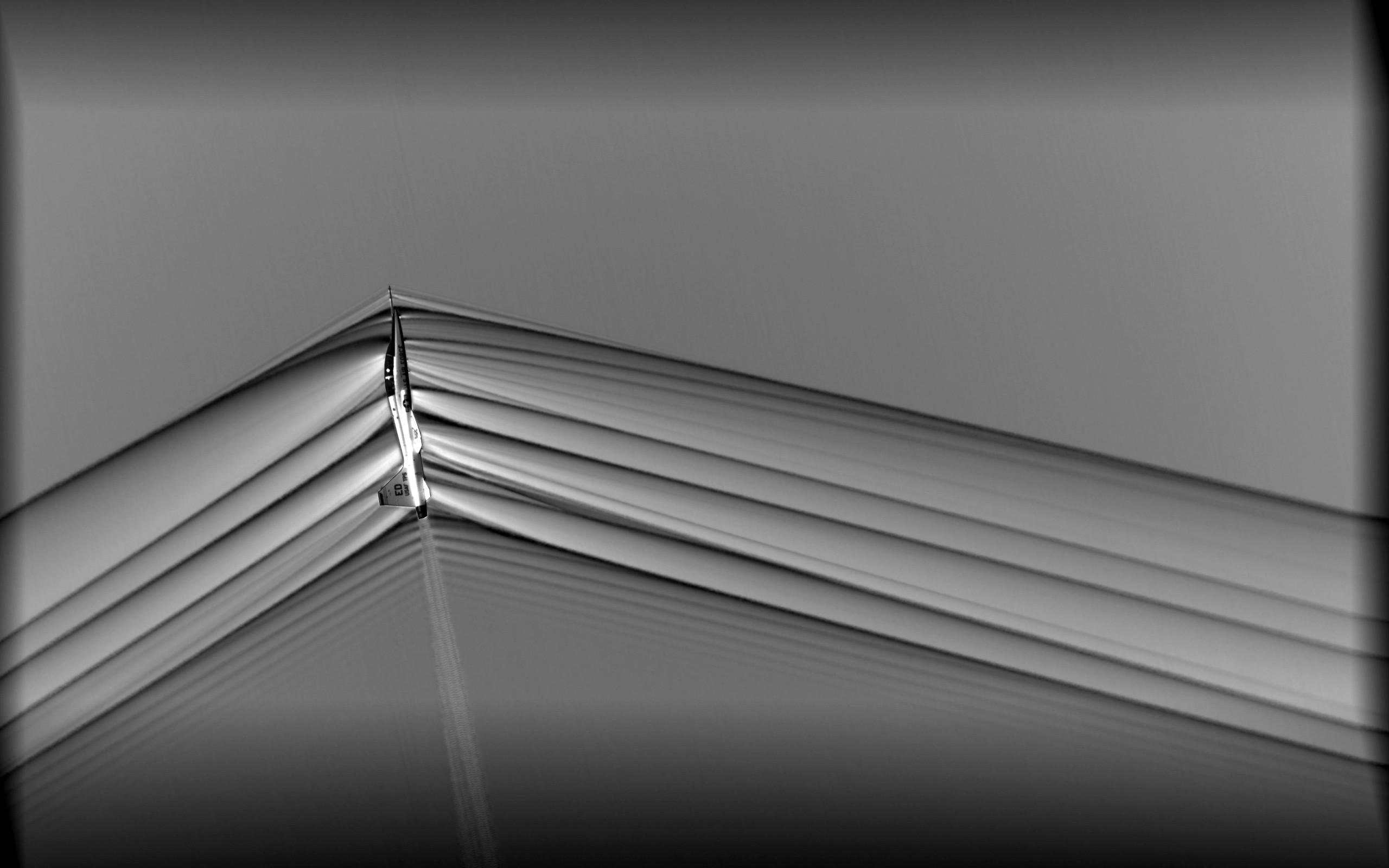 Quando as aeronaves são mais rápidas que a velocidade do som, as ondas de choque se distanciam  (Foto: NASA)