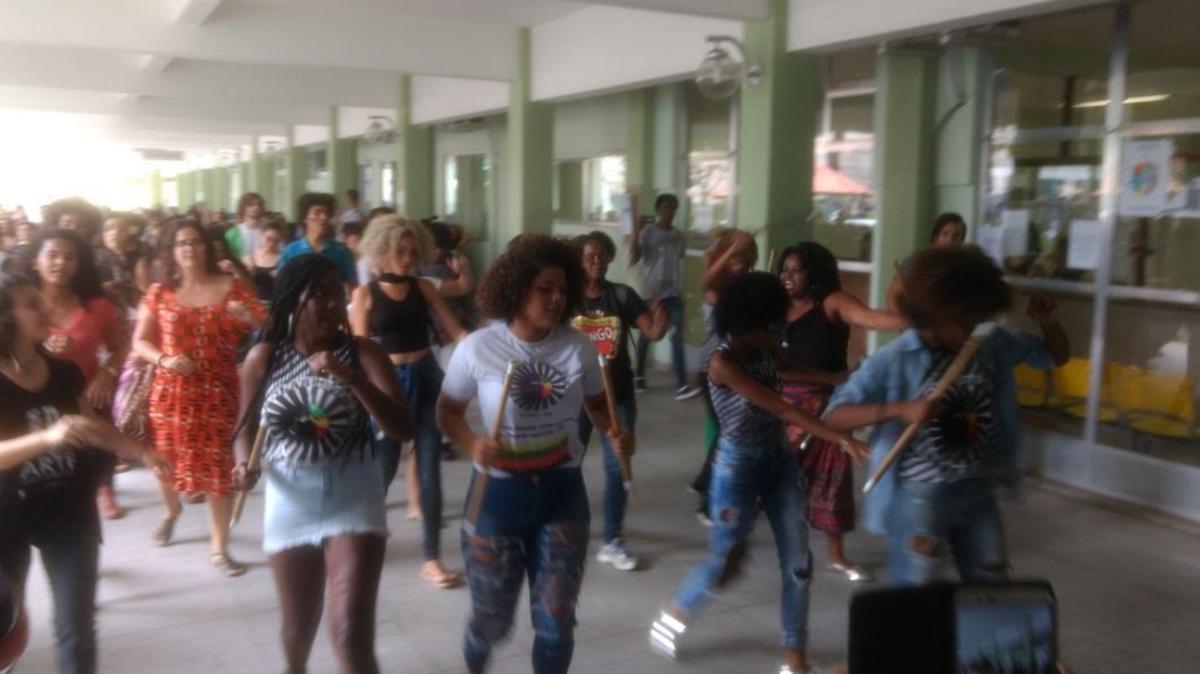 Alunos e servidores do IFF fazem ato contra o racismo em Campos, no RJ