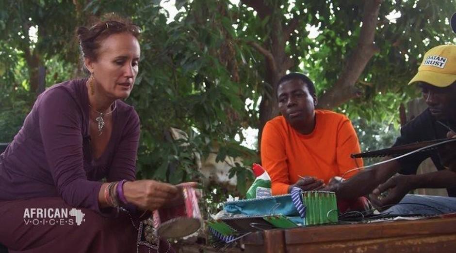Ondine Francis (esq.) fez o projeto para ajudar meio ambiente e população (Foto: Divulgação )