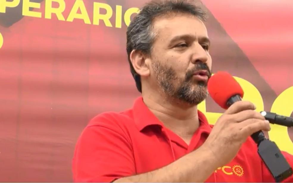 Edson Dorta durante convenção que lançou seu nome como candidato do PCO ao governo de SP (Foto: Reprodução/Facebook )