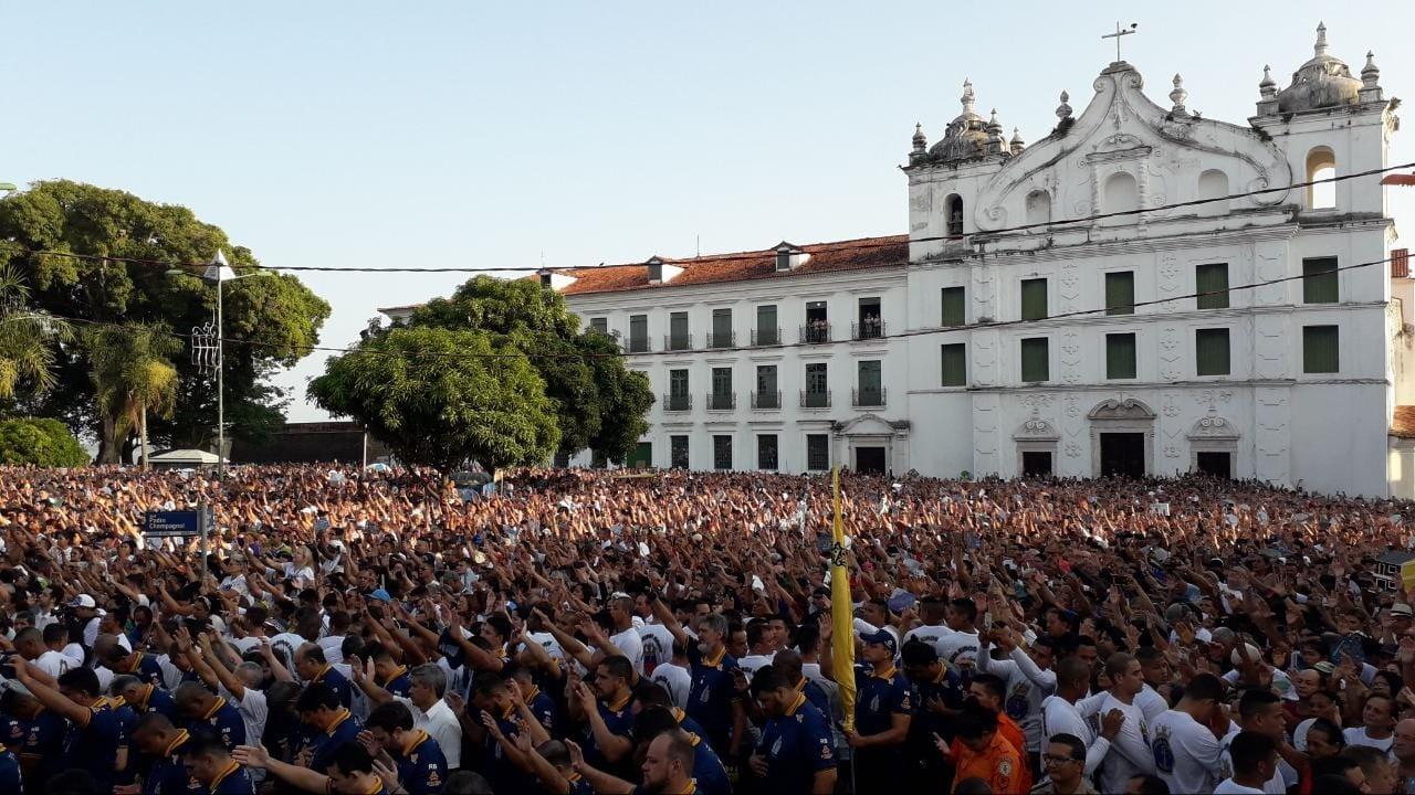 FOTOS: multidão acompanham Nossa Senhora de Nazaré no Círio 2019 - Notícias - Plantão Diário