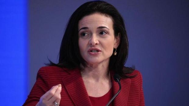 Adepta do estilo multitarefas, a COO do Facebook Sheryl Sandberg recomenda um processo de dar prioridade para suas melhores ideias (Foto: Getty Images via BBC)