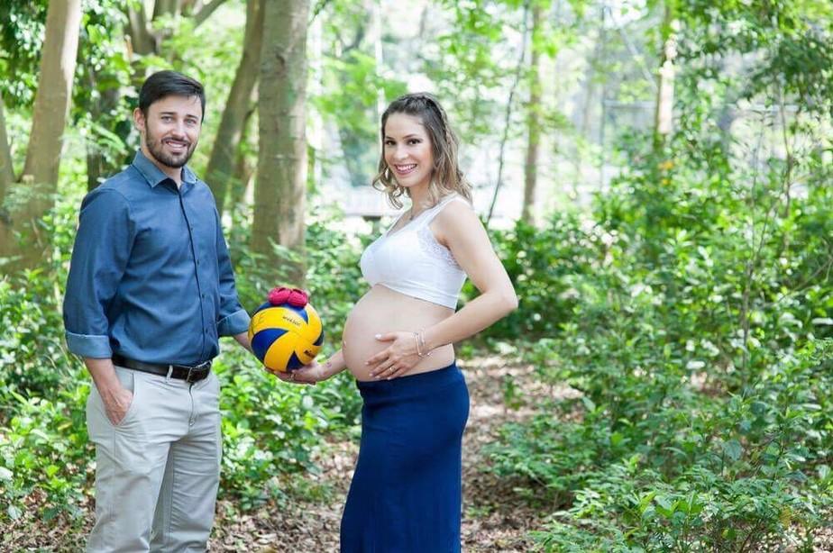 Perto de dar à luz, Camila Brait exibe barrigão em ensaio:
