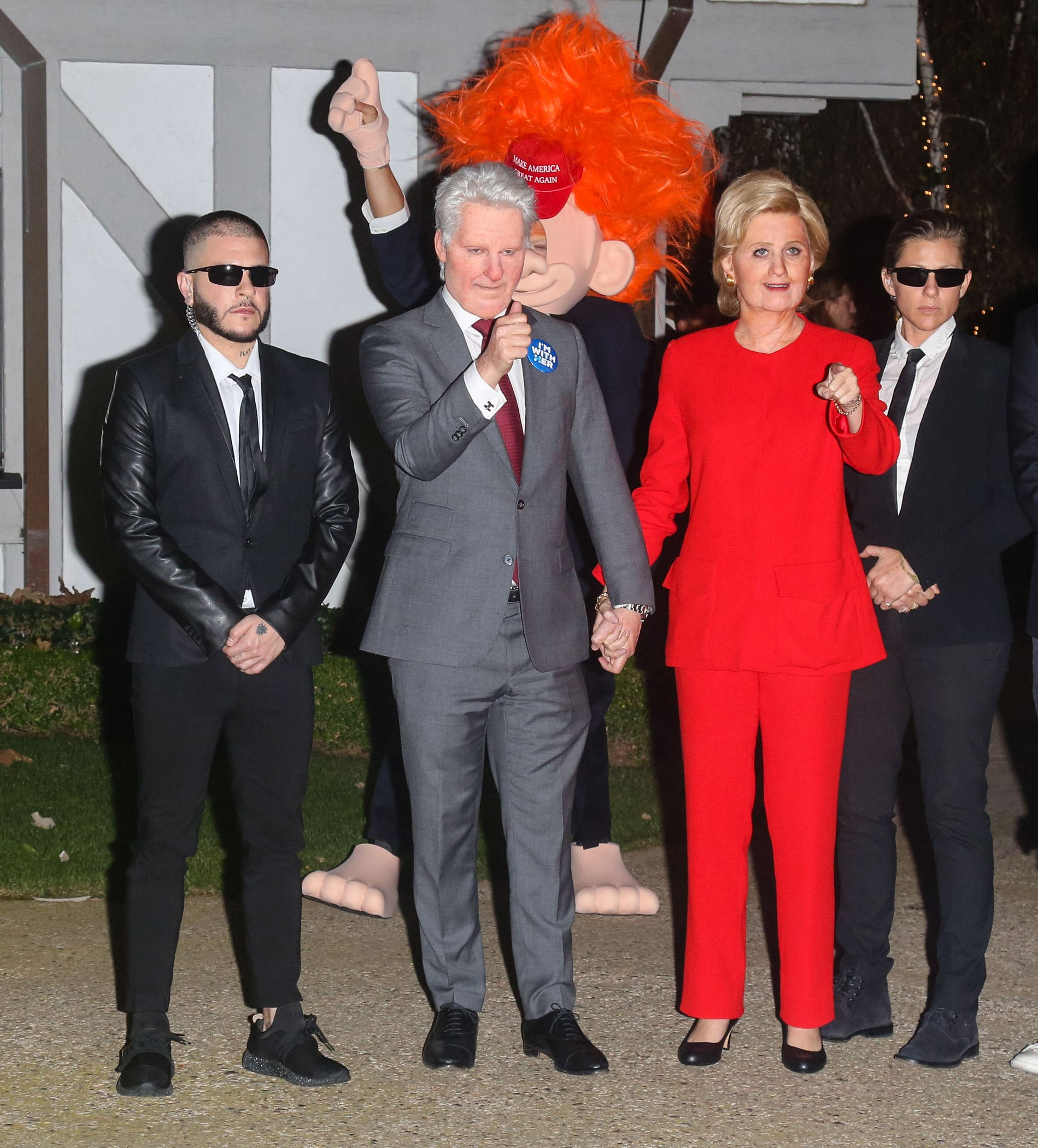 Katy Perry e amigo vestidos de Bill e Hilary Clinton no Halloween de 2016 (Foto: Getty Images)