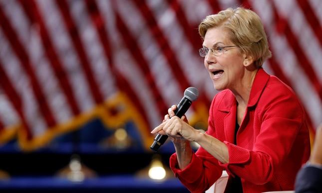 A senadora democrata  Elizabeth Warren responde a perguntas em evento em Las Vegas nesta quarta: à frente nas pesquisas