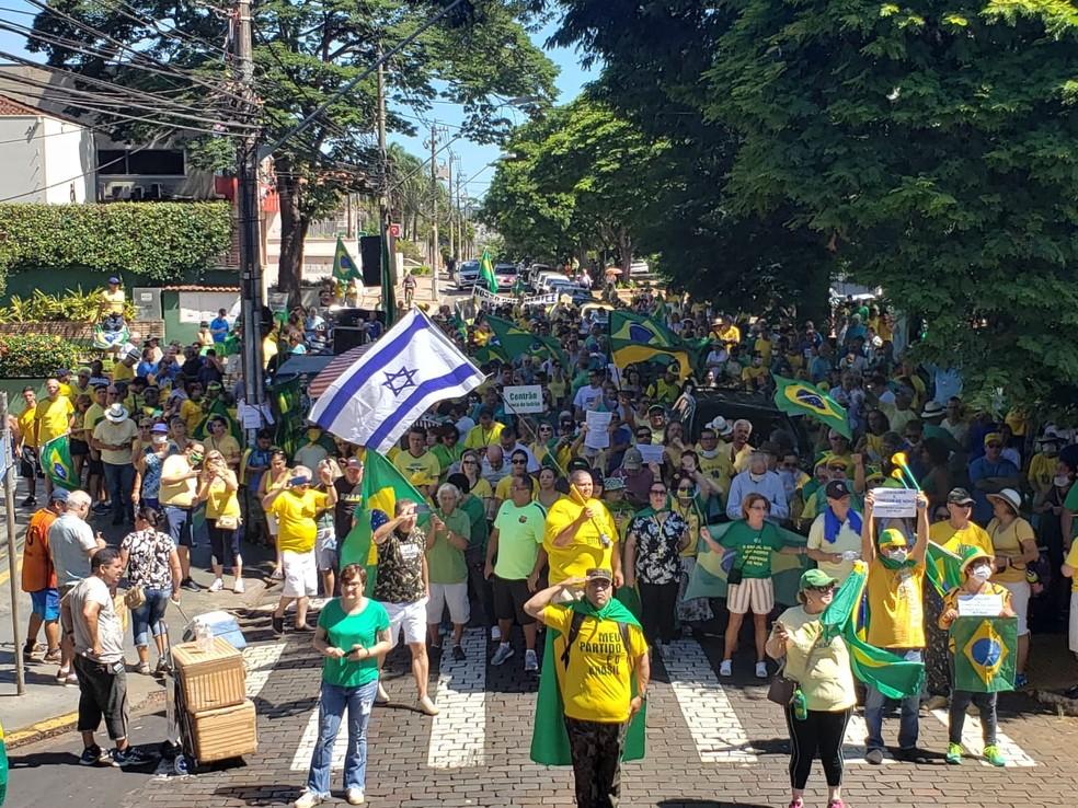 Manifestantes em Ribeirão Preto — Foto: EPTV