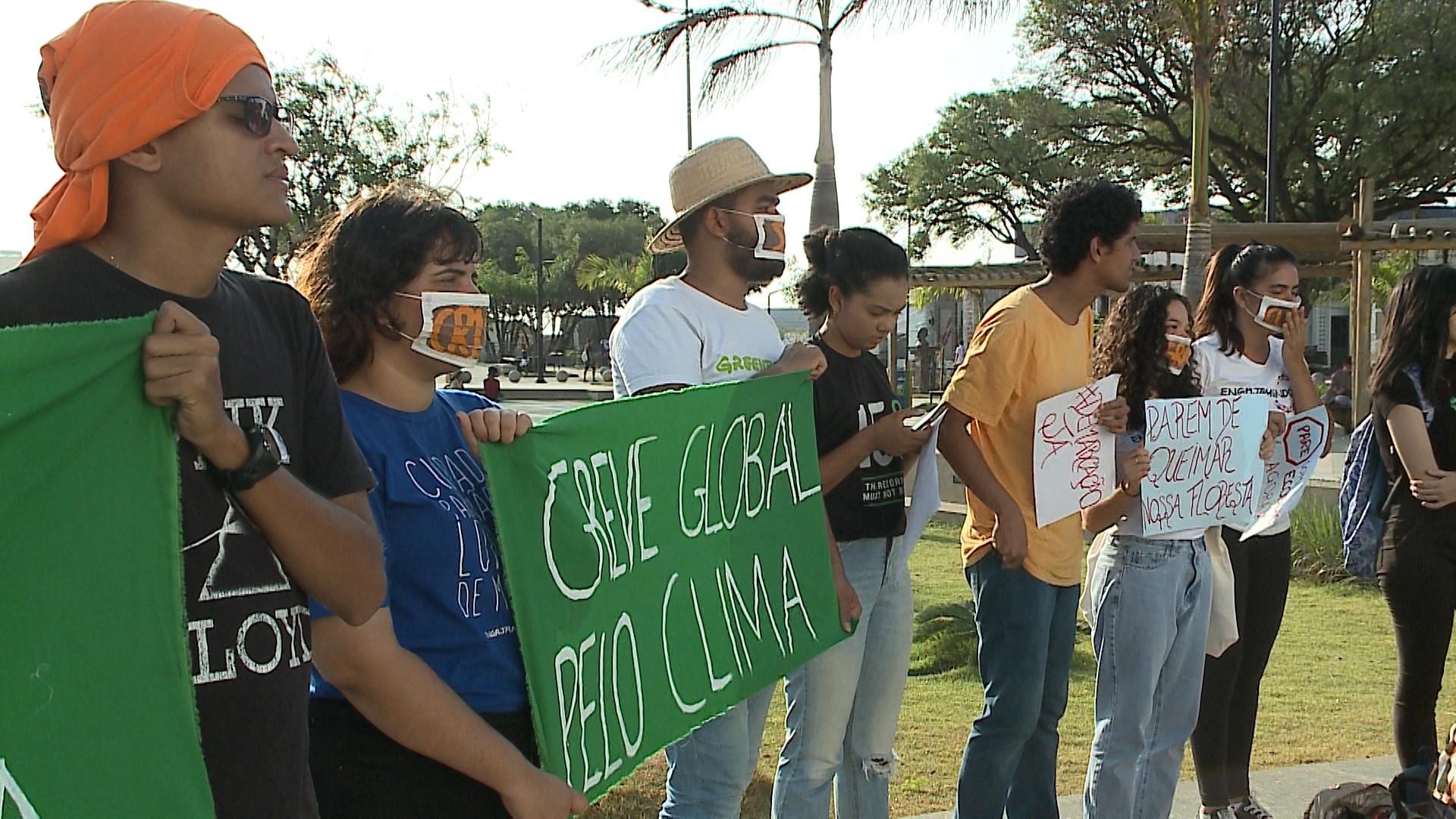 Ato reúne manifestantes em 'Greve global pelo clima' em São Luís - Notícias - Plantão Diário