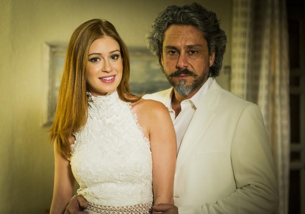 Maria Ísis (Marina Ruy Barbosa) vê José Alfredo (Alexandre Nero) com Maria Clara (Andréia Horta) e fica com ciúmes em 'Império' — Foto: João Miguel Júnior/Globo