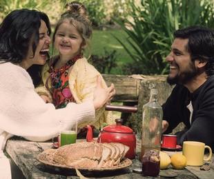 Bruno Gissoni com a mulher, Yanna Lavigne, e a filha, Madalena  | Reprodução