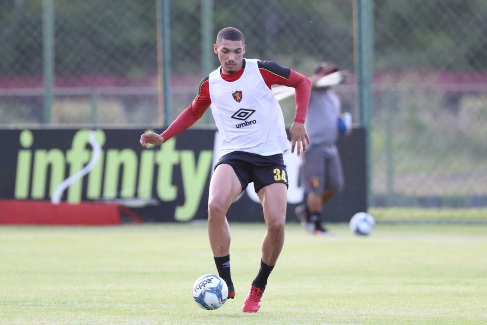 Adryelson em treino pelo Sport, em 2020 — Foto: Marlon Costa / Pernambuco Press