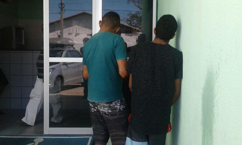 Jovens presos na Zona Norte de Teresina (Foto: Gilcilene Araújo/G1 PI)