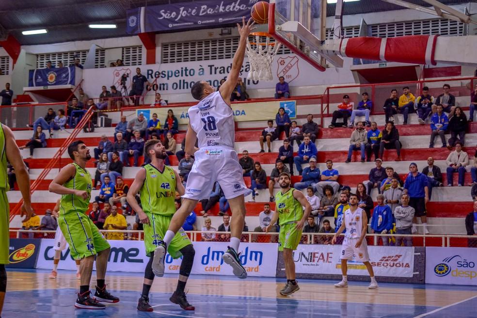 Na última partida da fase de classificação, São José venceu o São João por 76 a 64 no Linneu de Moura — Foto: Arthur Marega Filho/São José Basketball