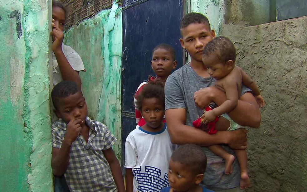 Família do bebê Josuel foi salva de inundação em Olinda — Foto: Reprodução/TV Globo