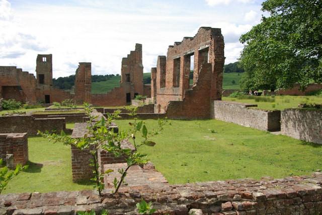 Ruínas de Bradgate House, no sudeste da Inglaterra (Foto: Wikimedia Commons)