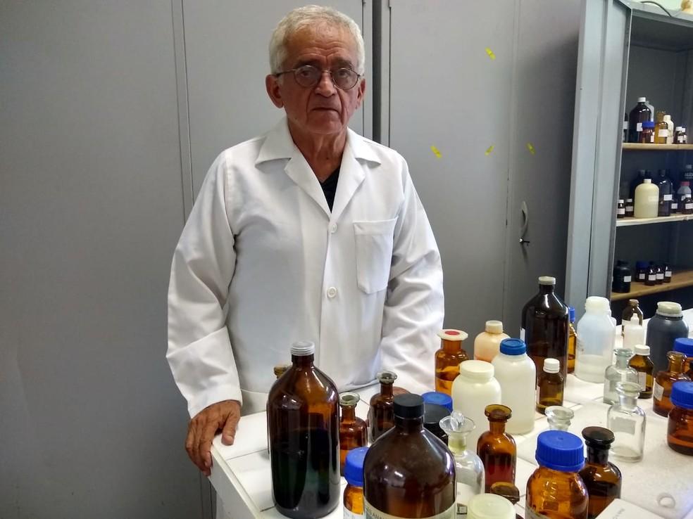 Aos 68 anos, Klinger Pinheiro decidiu cursar química porque não queria ficar em casa na ociosidade — Foto: Quésia Melo/G1