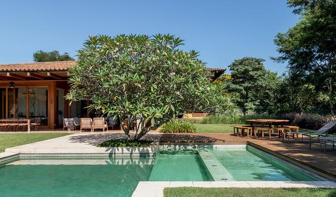 Casa de campo possui jardim com mais de 50 plantas de fácil manutenção