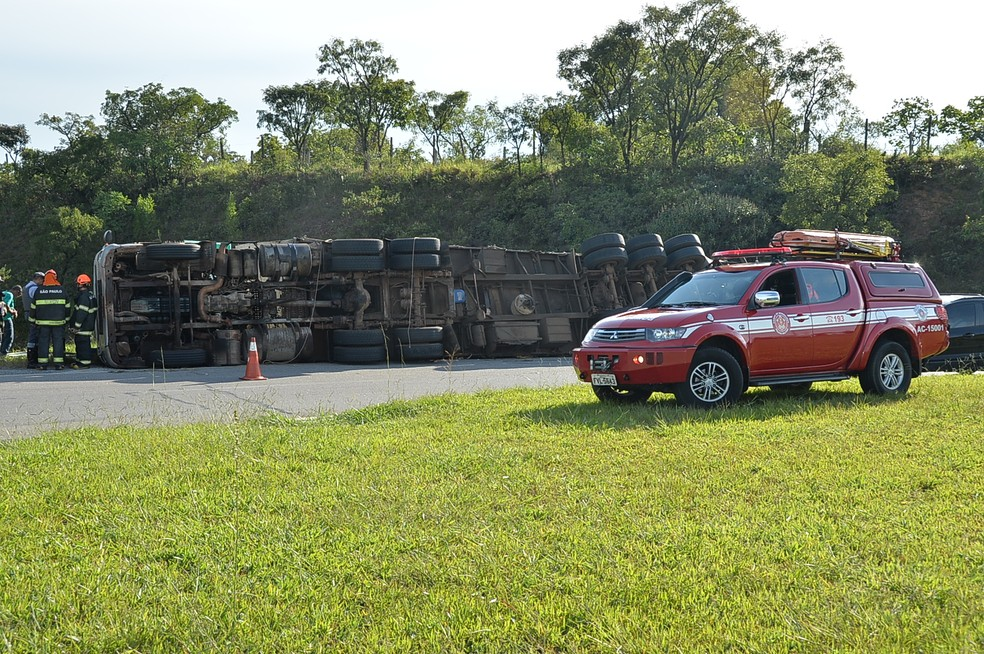 Tombamento aconteceu no quilômetro 76 da Rodovia Raposo Tavares — Foto: Júlio Leite/Arquivo pessoal