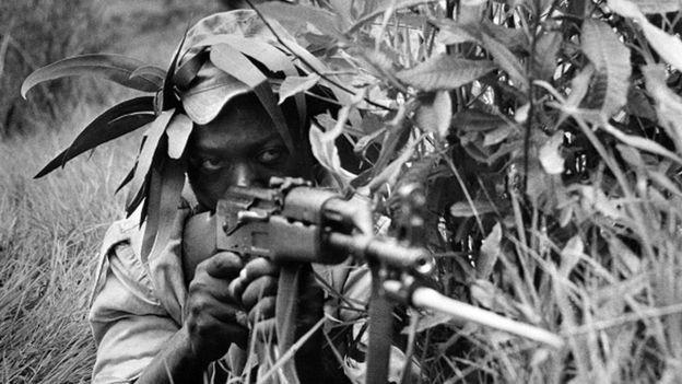 A guerra que precedeu a independência do Zimbábue criou o pano de fundo para a ascensão de Mnangagwa (Foto: Getty Images via BBC)