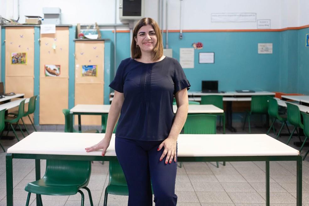 Débora Garofalo ensina matérias de tecnologia em uma área carente de São Paulo, cercada por quatro favelas famosas pela violência.  — Foto: Divulgação