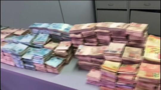 Polícia encontra montanha de dinheiro enterrada em quintal de vereador de Igarapava (SP)