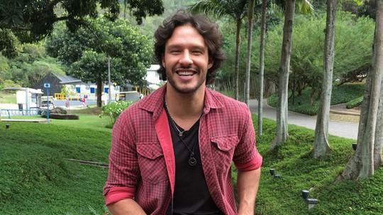 Nando Rodrigues revela se prefere as loiras ou as morenas e ainda se dorme com ou sem roupa