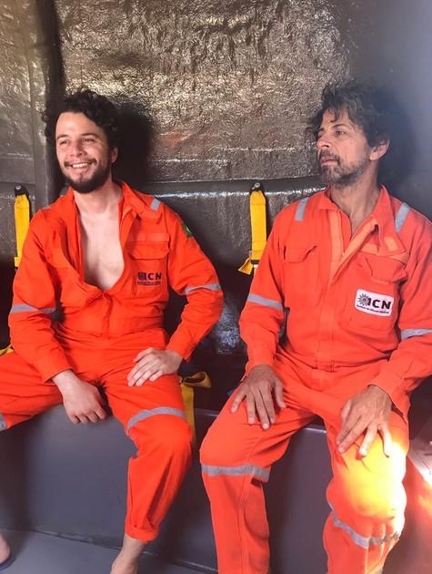Johnnas Silva e Taumaturgo Ferreira em 'Ilha de ferro' (Foto: Divulgação)