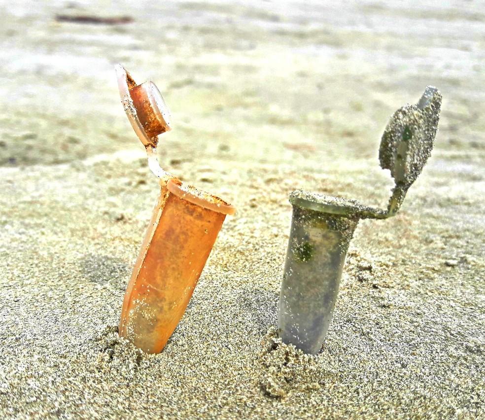 Campanha recolhe microlixo na praia de Itanhaém, SP (Foto: Natany Weller/Ecosurf)