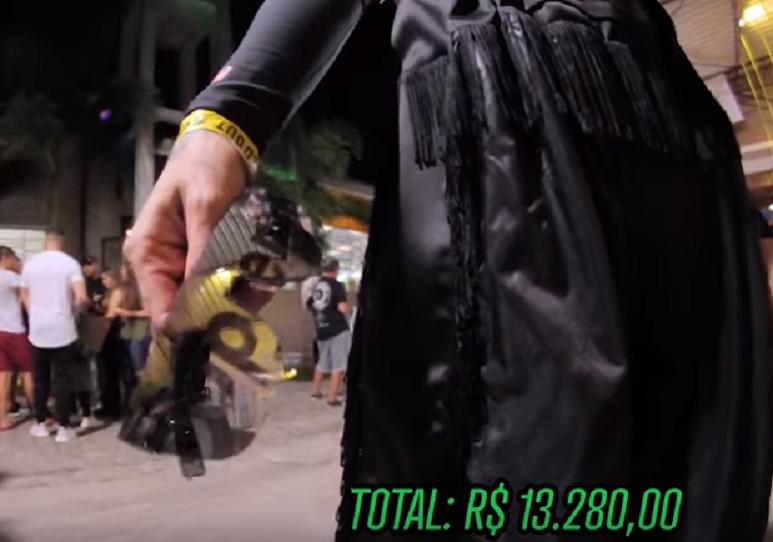 Modelito completo exibido por uma frequentadora do evento SOLD OUT custa mais de R$ 13 mil (Foto: Reprodução/YouTube)