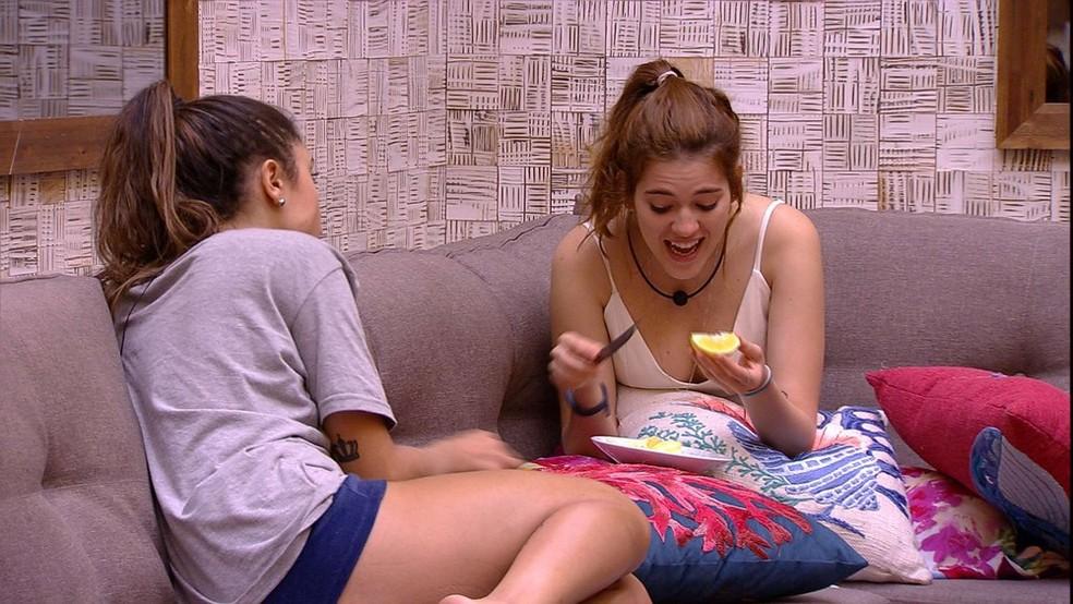 Ana Clara e Paula alfinetam Jéssica (Foto: TV Globo)