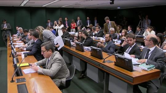 PMDB, PT e PSDB seriam os mais beneficiados se coligação estivesse proibida em 2014, aponta estudo