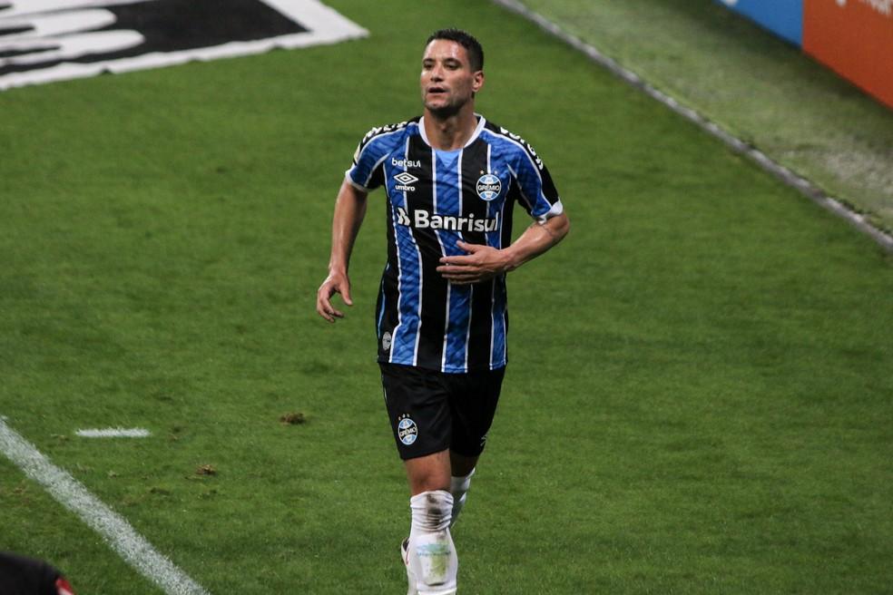 Thiago Neves, Grêmio 1x2 Sport, Brasileirão — Foto: Lucas Bubols/ge