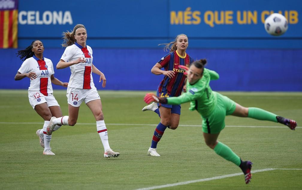 Lieke Martens faz primeiro gol do Barcelona contra o PSG na semifinal da Liga dos Campeões feminina  — Foto: REUTERS/Albert Gea