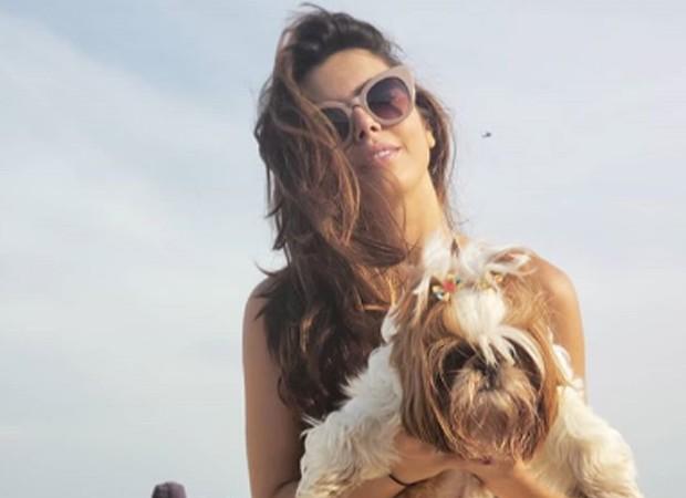 Giovanna Lancellotti com sua cachorrinha (Foto: Reprodução Instagram)