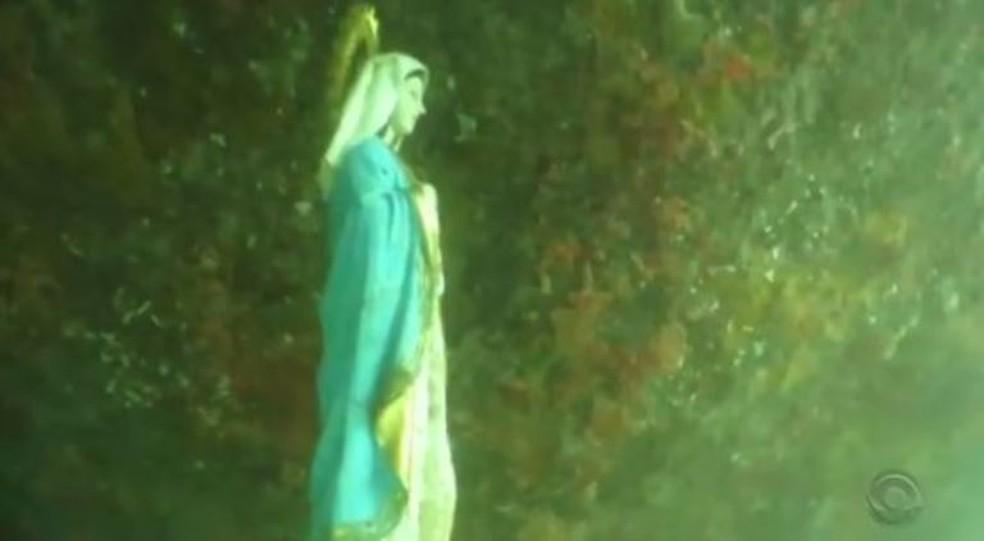 Estátua de santa tem 40 cm (Foto: Reprodução/RBS TV)